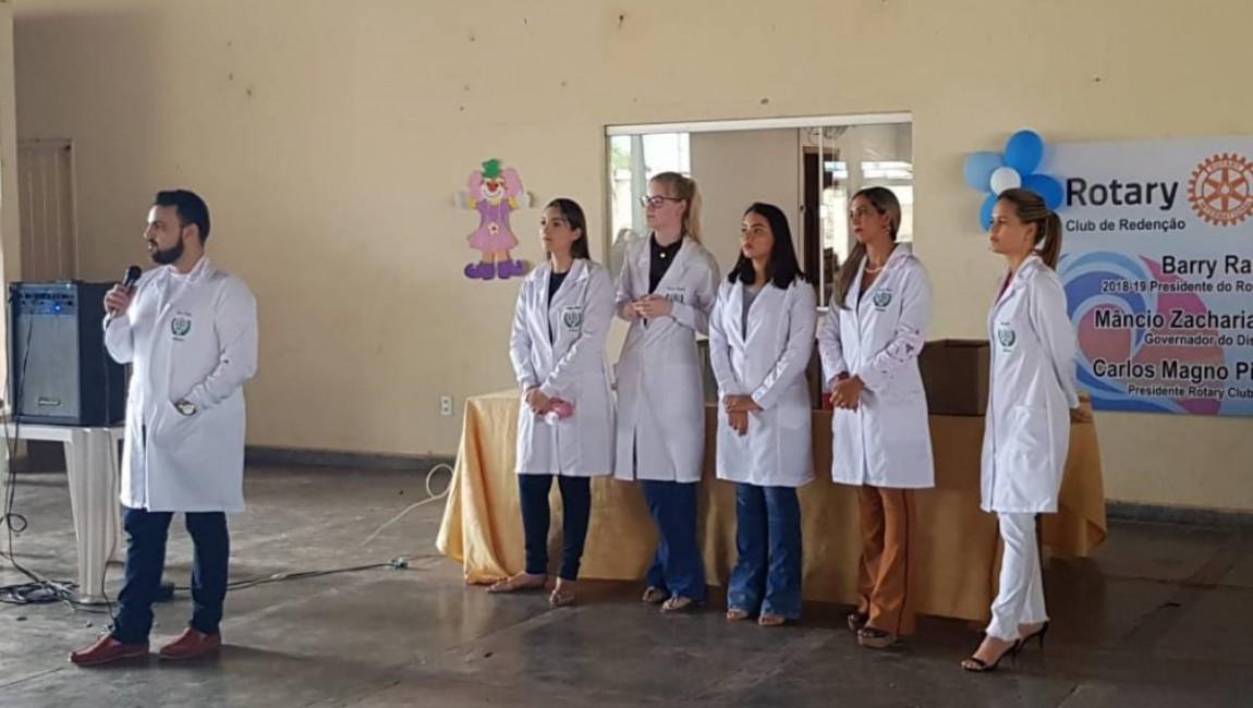 Alunos da FIC realizam palestras no Rotary Club, em Redenção